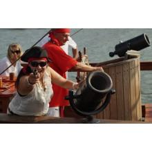 Пиратски круиз с пица и напитки