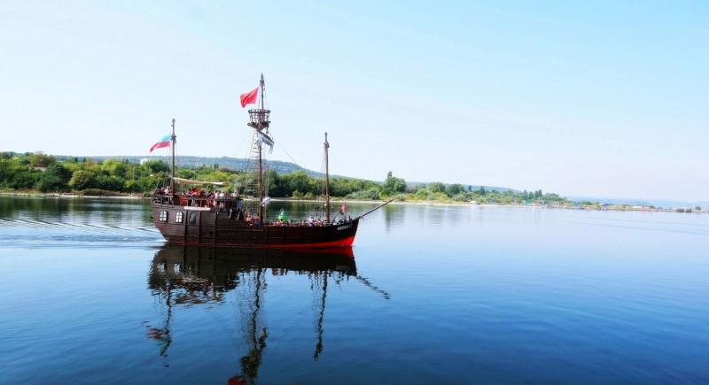 Плаване в живописния Варненски залив