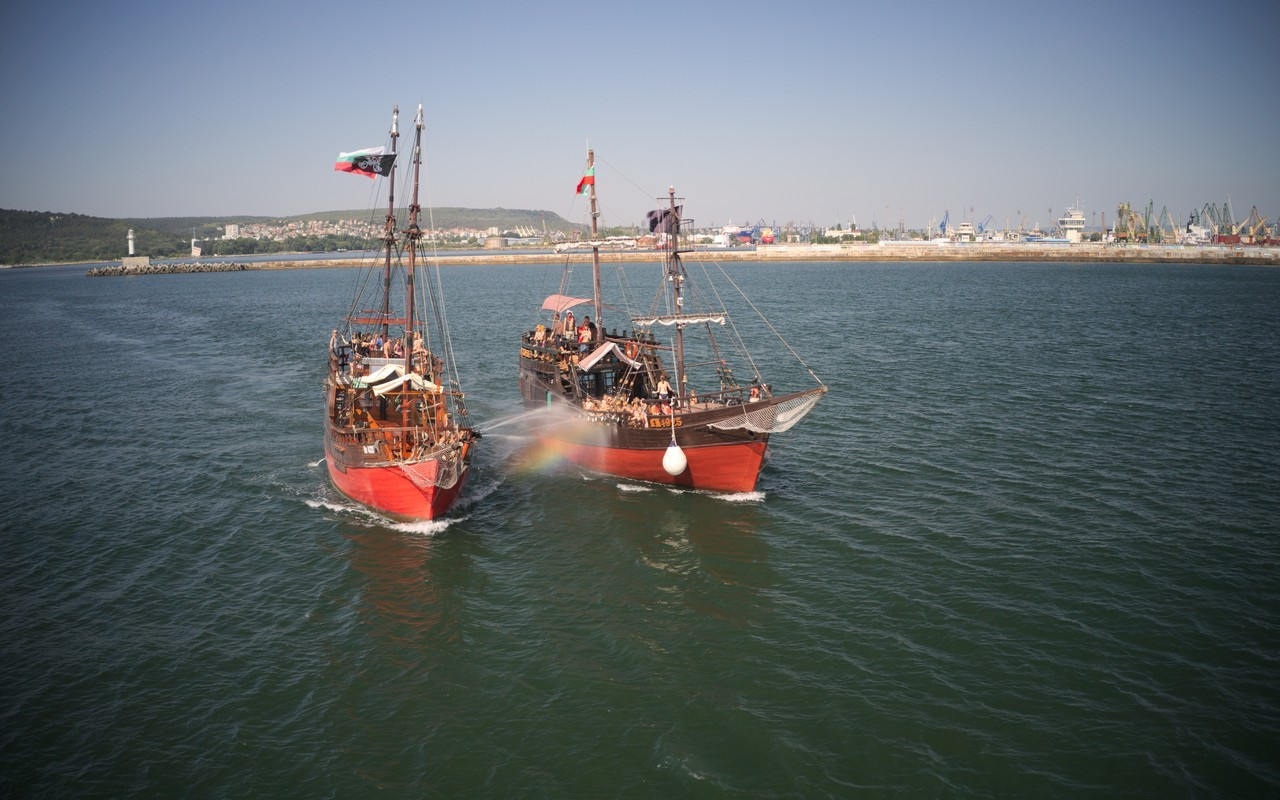 Pirate cruise with sea battle and barbecue