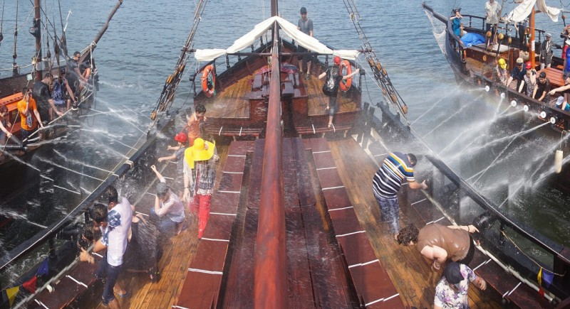 Морска битка в разгара си