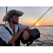 Пиратски круиз на залез слънце