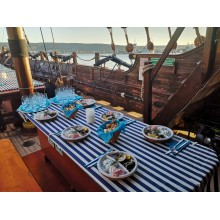 Greece evening with ouzo, appetizers and music